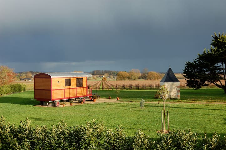 GYPSY CARAVAN 1 bedroom 4 people heated pool