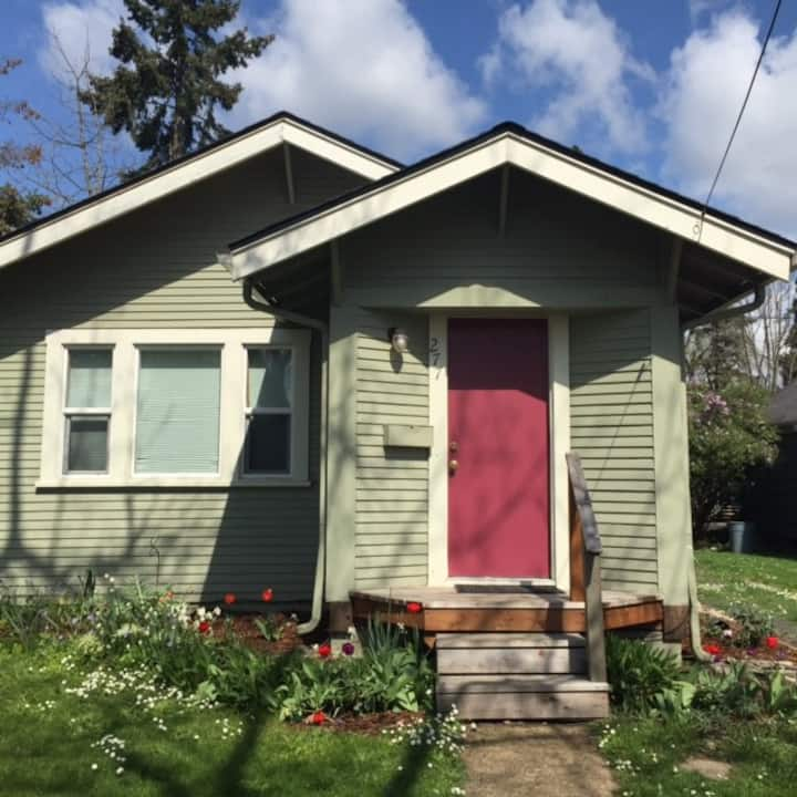 1940's Cottage 22 min walk to Hayward field/UO