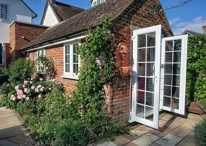 Amersham, Bucks, private en suite garden annexe