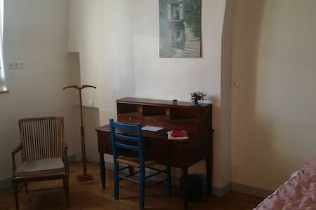 Grande Chambre très indépendante, Tours centre - Tours - Haus