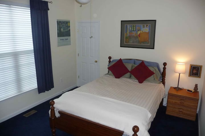 Lovely Bed, Bath and Breakfast - Milford - House