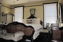SweetHeart Suite - Amore Hospitality House