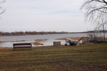 Lake Access Home, 5 Min Walk to Grocery and Food - White Bear Lake