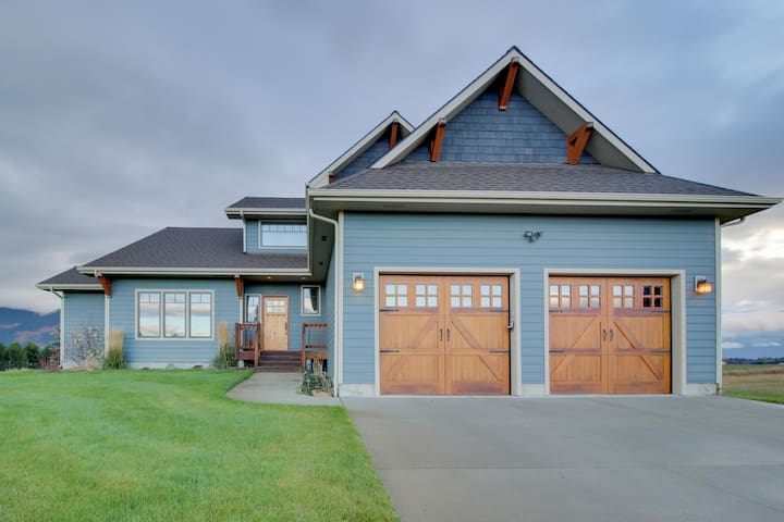 Three-level mountainview home with gourmet kitchen and game room on five acres