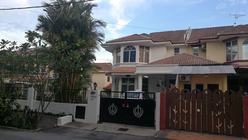 Semi D House within Airport and Universities