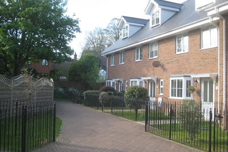 Cape House, 5 Victoria Mews, Binstead nr Ryde IOW - Ryde - Hus