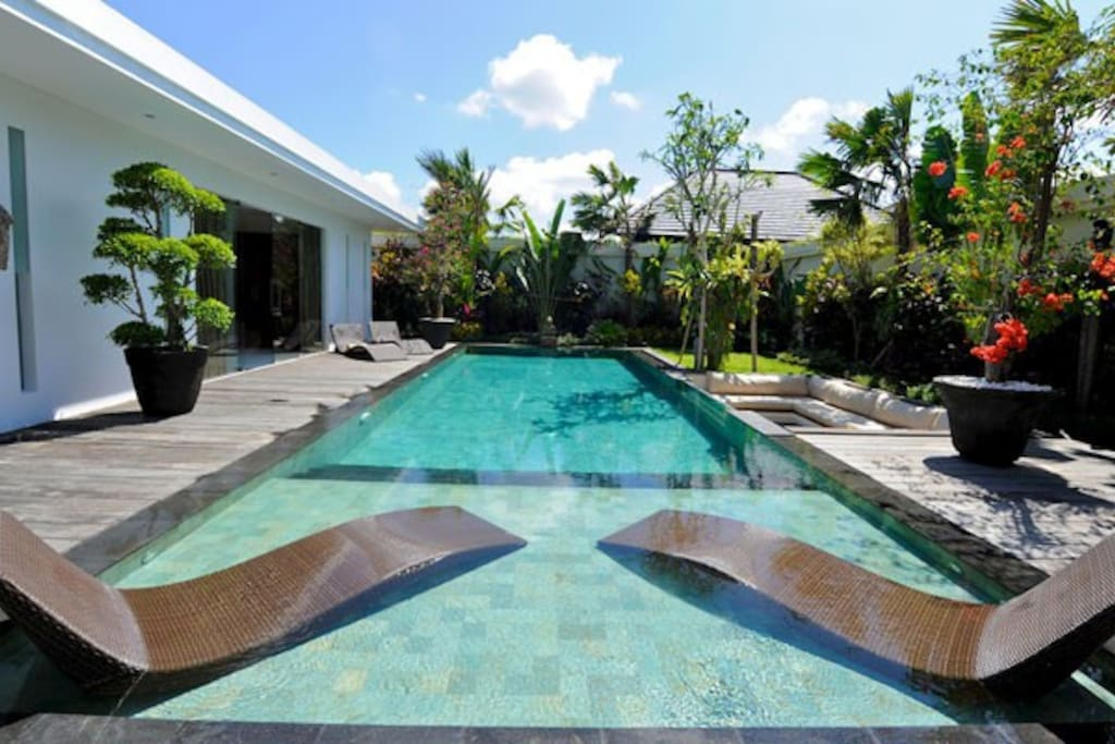 Pool view of Villa Cantik. Relax and enjoy your sunbathing!