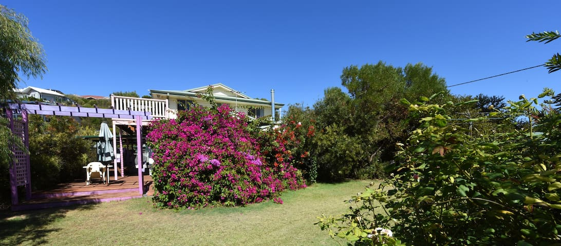 Le Grand Chateau - West Beach - Bed & Breakfast