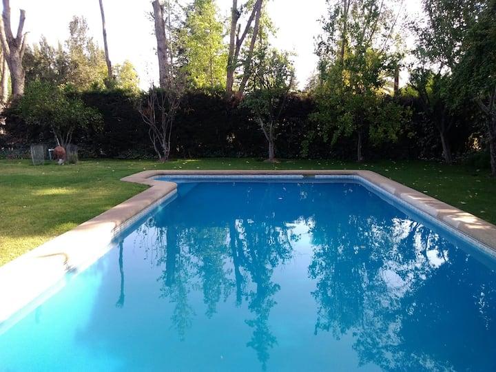 Parcela en Chicureo con piscina, terrazas, jardín