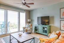 Classic beach-themed condo w/ gulf views, fitness center & swimming pool