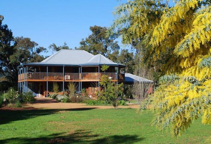 Riverwood Retreat Bed & Breakfast - Nannup