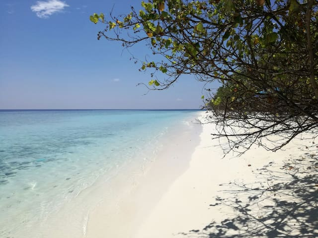 Ukulhas Beach