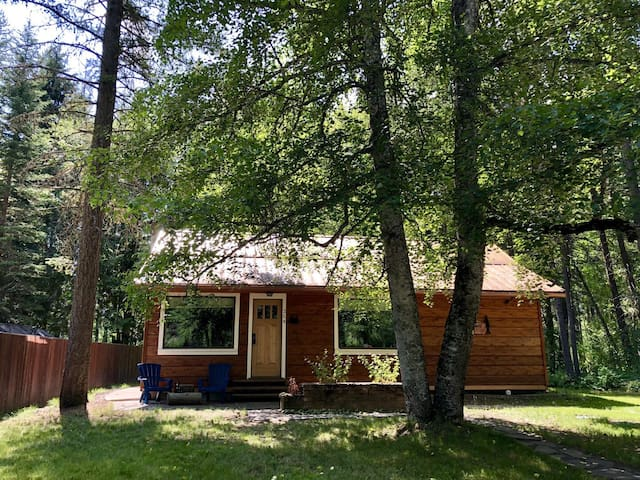 Beautiful Views and Wonderful Get Away at Steps Away Cabin #2