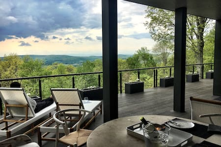 Spectacular Home Breath Taking View - Hillsdale - House