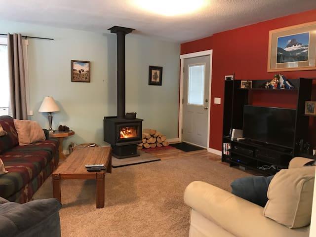 Cozy Home Near Glacier Park - Columbia Falls - Huis