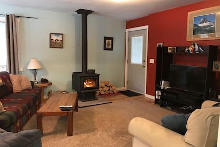 Cozy Home Near Glacier Park - Columbia Falls