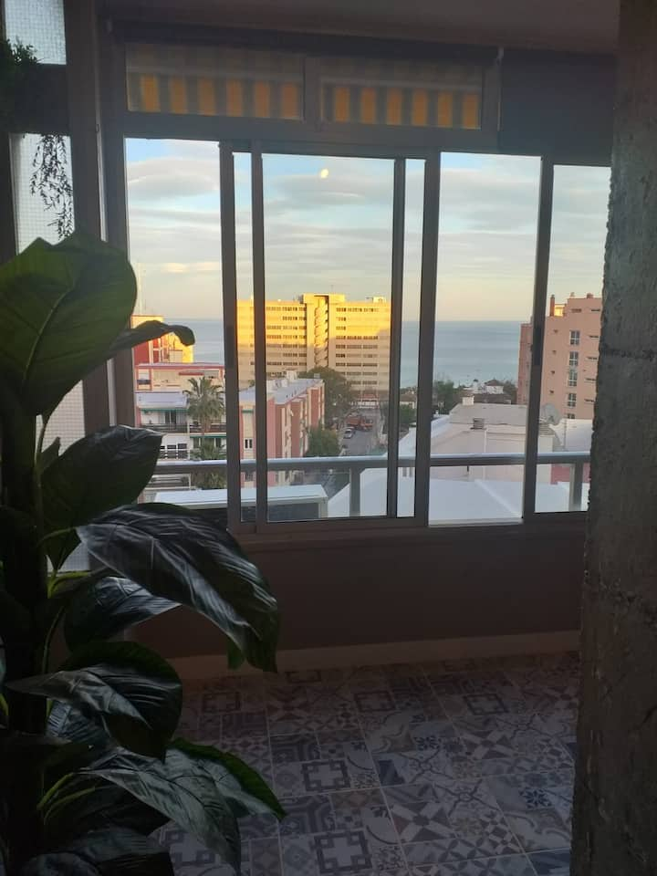 Estudio en Torremolinos centro con vistas al mar