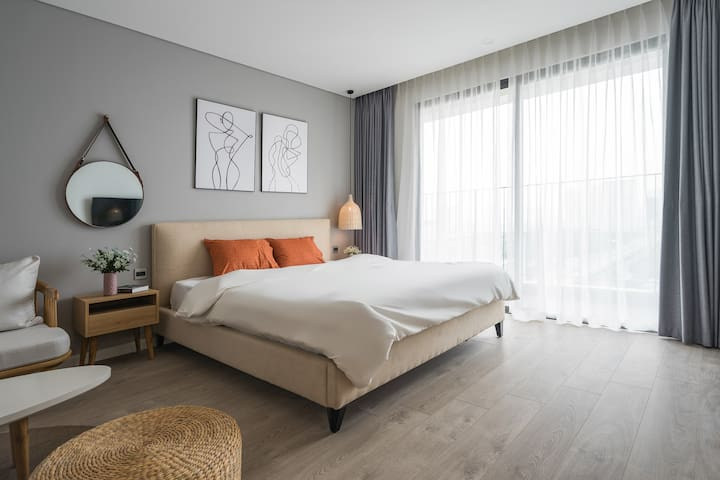 Lecos D'Capitale Luxury Apartment w Best Offer 1.5