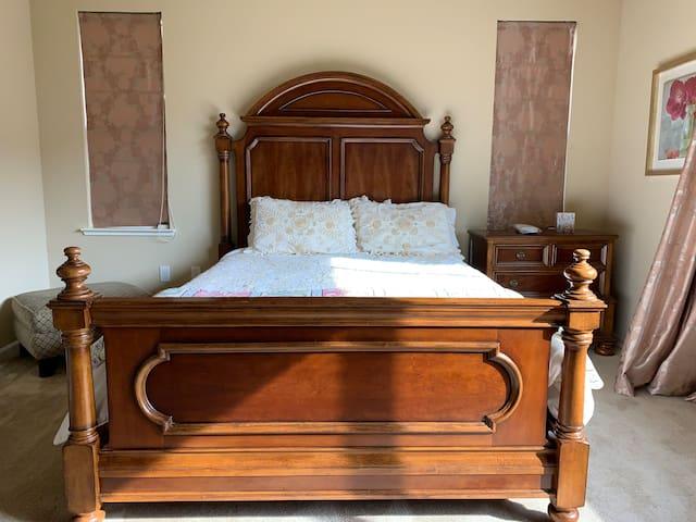 Master Bedroom - Serendipity in East Bay