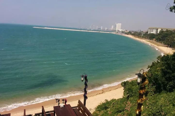 lovely 2 bdroom beachside condo quiet neighberhood