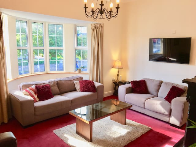 Lr Salthill, Large 3 bed Apartment