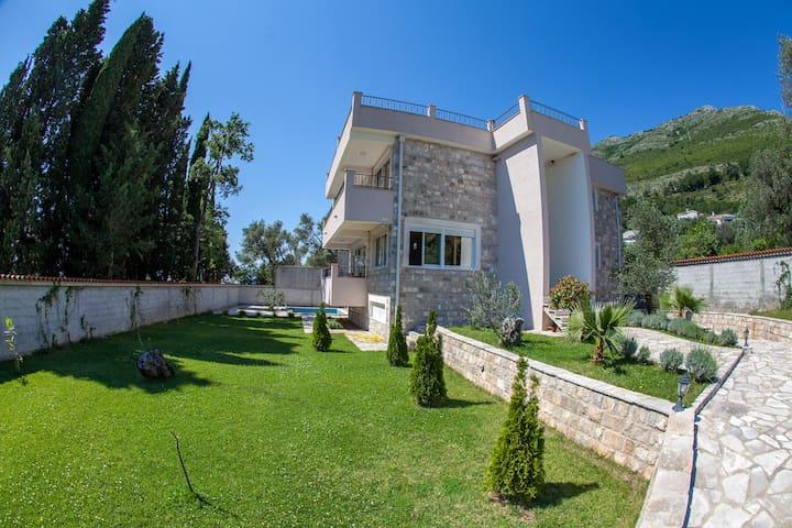 Люкс-вилла с бассейном и видом на море - Petrovac - Villa