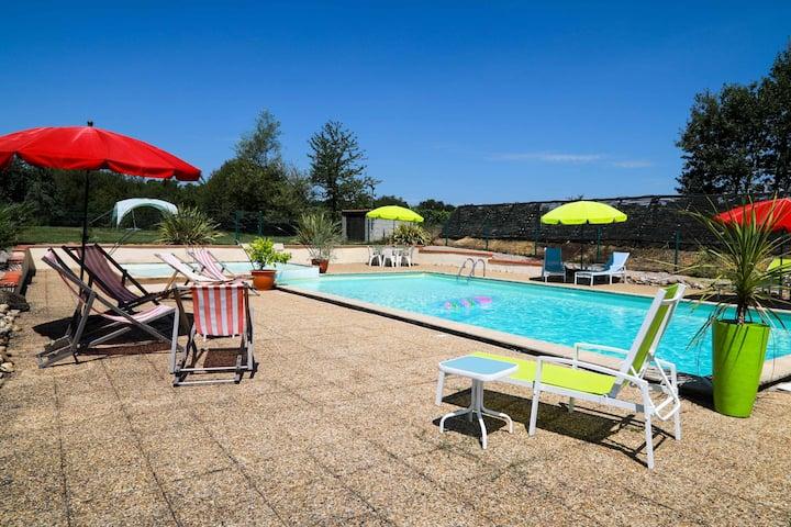 Family friendly rural gite Le Pressoir shared pool