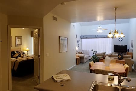 Comfy Fully Furnished Condo - Homestead - Appartement