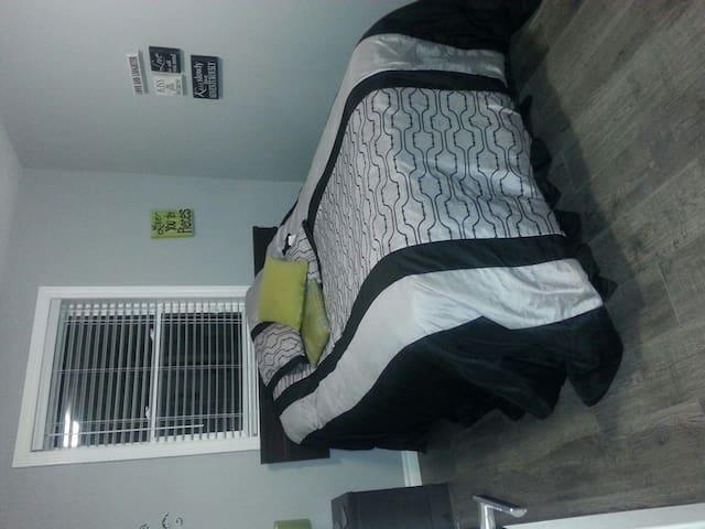 Rooms rooms rooms - Kitchener - Casa