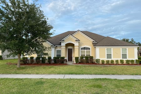 Spacious Family Home near Jacksonville Florida