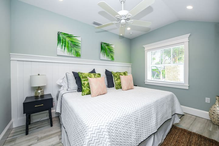 Amazing 1 bedroom Villa at new Islands West Resort! Close to beach with pool!