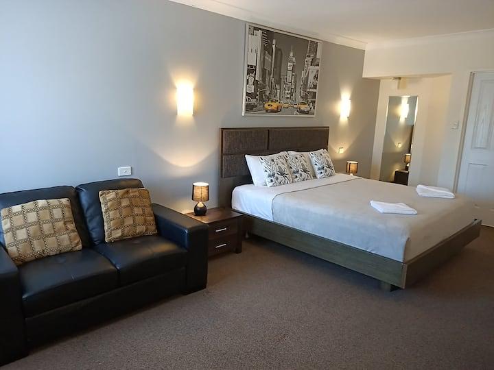 Deluxe King Room - Castle Motel