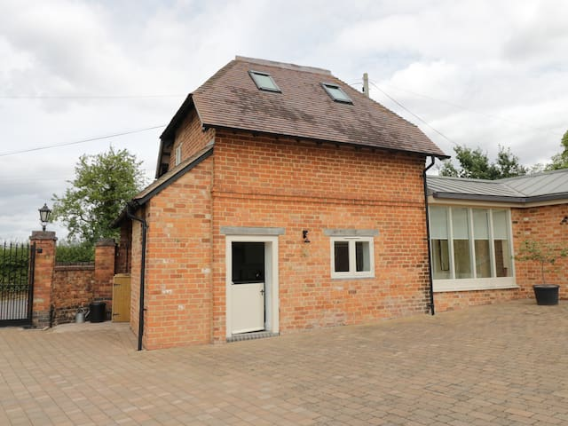 THE PERRY SHED, pet friendly in Hampton Lovett, Ref 932635