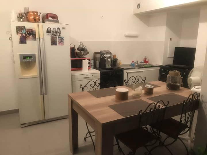 Chambre dans un appartement Istres centre ville