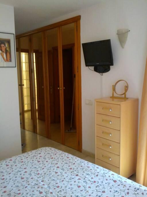 Habitacion con ba o en suite terraza y desayuno for Espejos aki