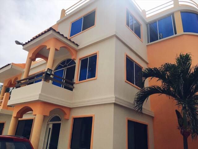 Casa grande frente al mar con piscina
