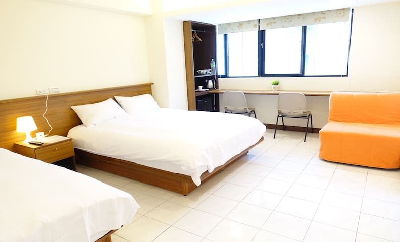 05 Newly Renovated Downtown MRT Metro Hotel Suite