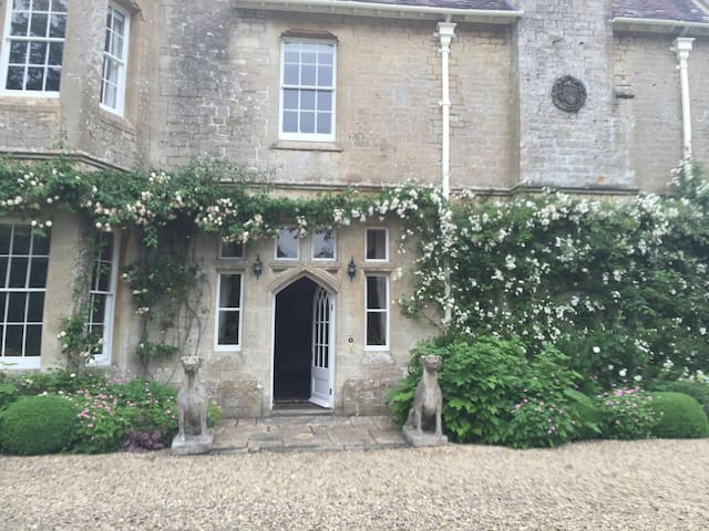Quintessential Cotswold Retreat - Edgeworth - House