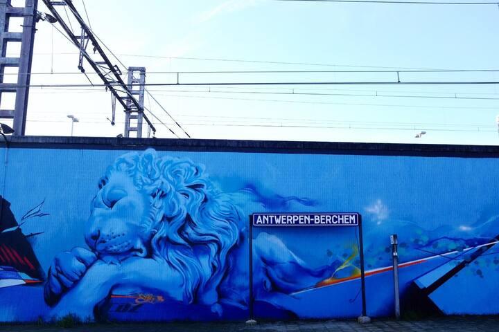Street art in Berchem Station