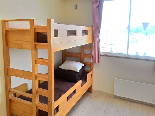 Twin room for LCC user