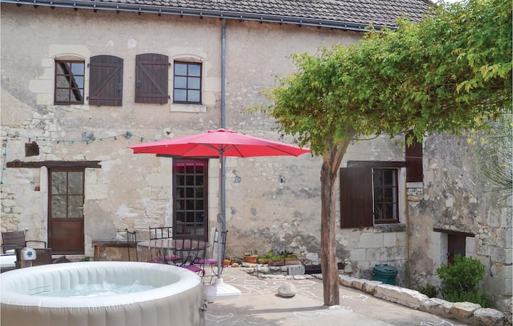Awesome home in Preuilly sur Claise with Jacuzzi, WiFi and 4 Bedrooms