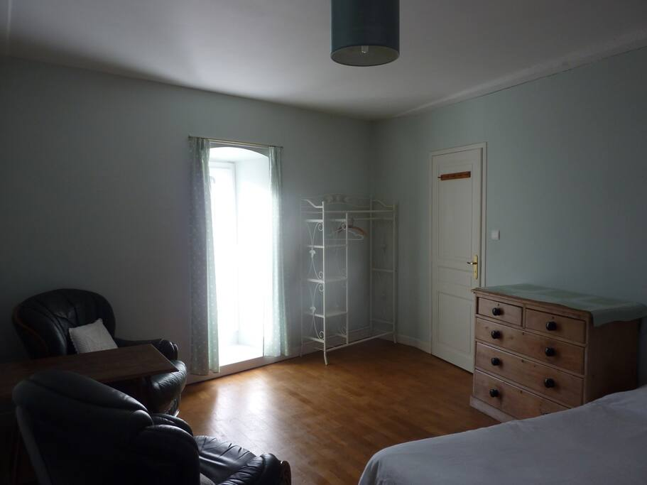Green room, sunny side
