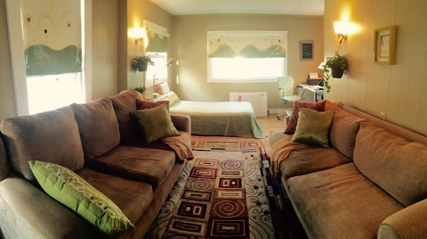 Women's B&B Near Downtown, Train and Phillips 4 - Andover - Bed & Breakfast