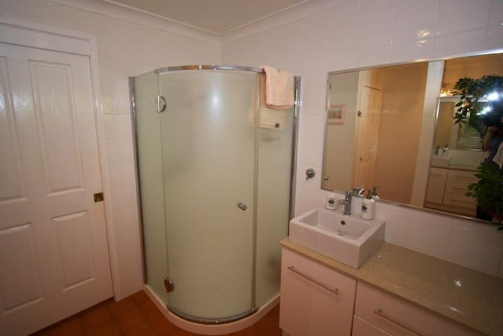 Guest private bathroom - Very spacious shower with   excellent water flow.