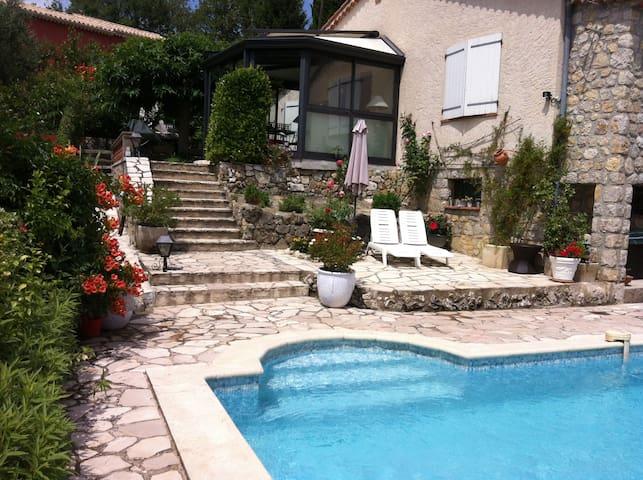 Villa Provençale avec Piscine, beaucoup de charme