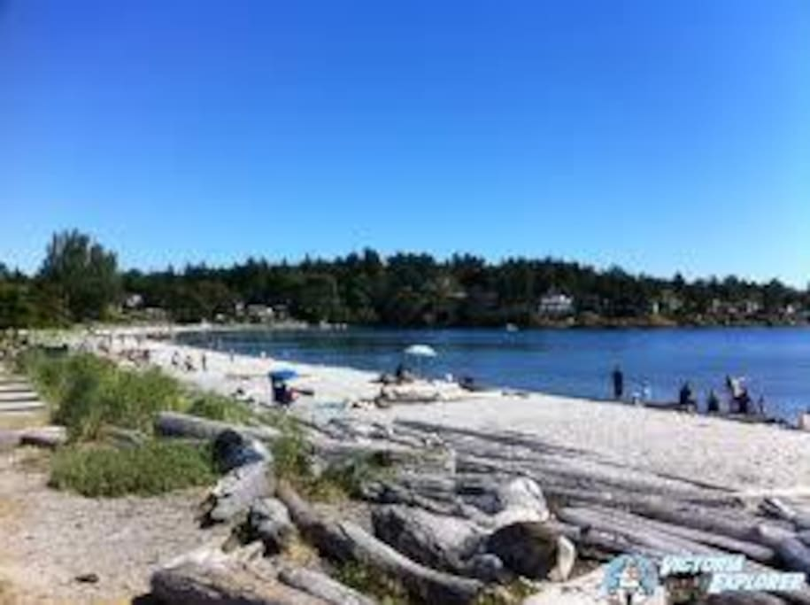 beach is 5 min walk incl village with all amenities 10 mins to downtown Victoria