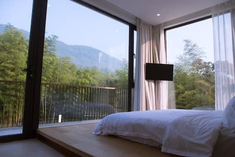 莫干山清晨里一180度全景落地窗超级大床房