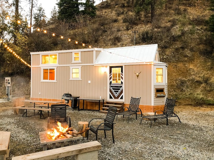 Tiny Home in private setting close to Leavenworth!
