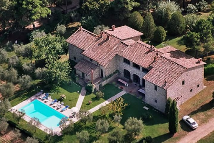 Marvelous villa close to Siena for 16+ people - Provincia di Arezzo - House