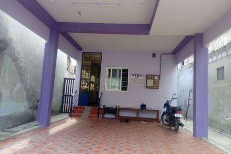 Visu Home, Thiruvanaikoil